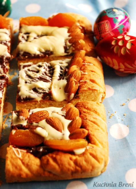 Mazurek z powidłami śliwkowymi i białą czekoladą