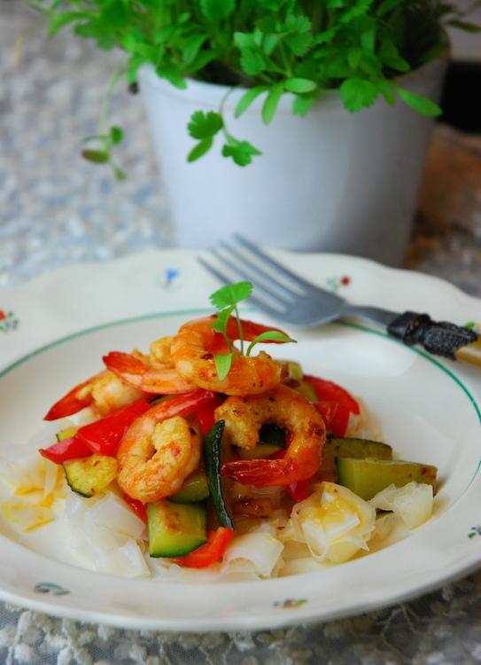makaron ryżowy krewetki