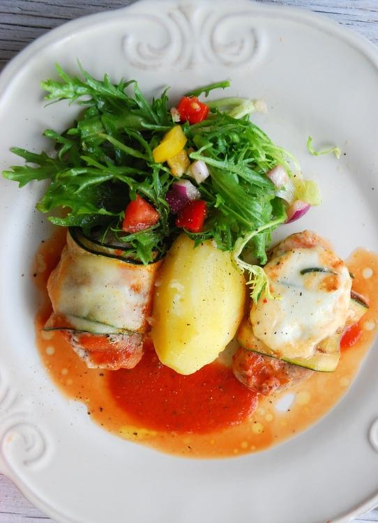 poledwiczki w sosie pomidorowym-001