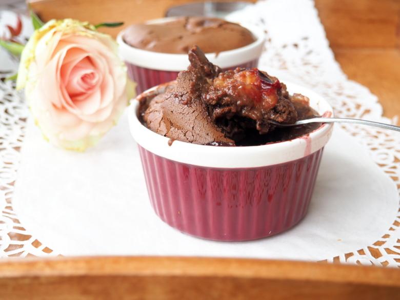 Zapiekany krem czekoladowy ze śliwkami